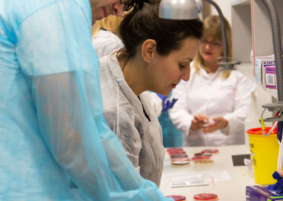 Podstawy-Mikrobiologii-Weterynaryjnej_MG_2530