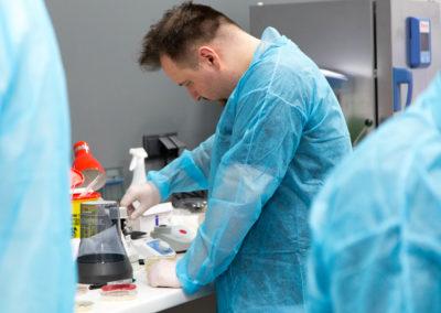 Podstawy-Mikrobiologii-Weterynaryjnej_MG_2577